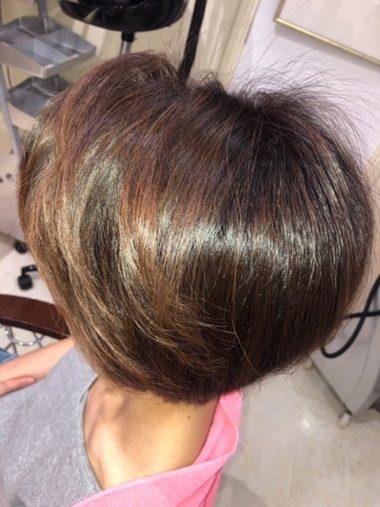 キラ髪:aun-fixスタイリストの土屋です。いつもパーマスタイルの私ですが、私もキラ髪をやってもらいました✨ 私の何回もカラーとパーマを繰り返して弱ってしまった毛先も指通りなめらかサラサラトゥルンでいい感じ☺️周りに大変好評でした♪
