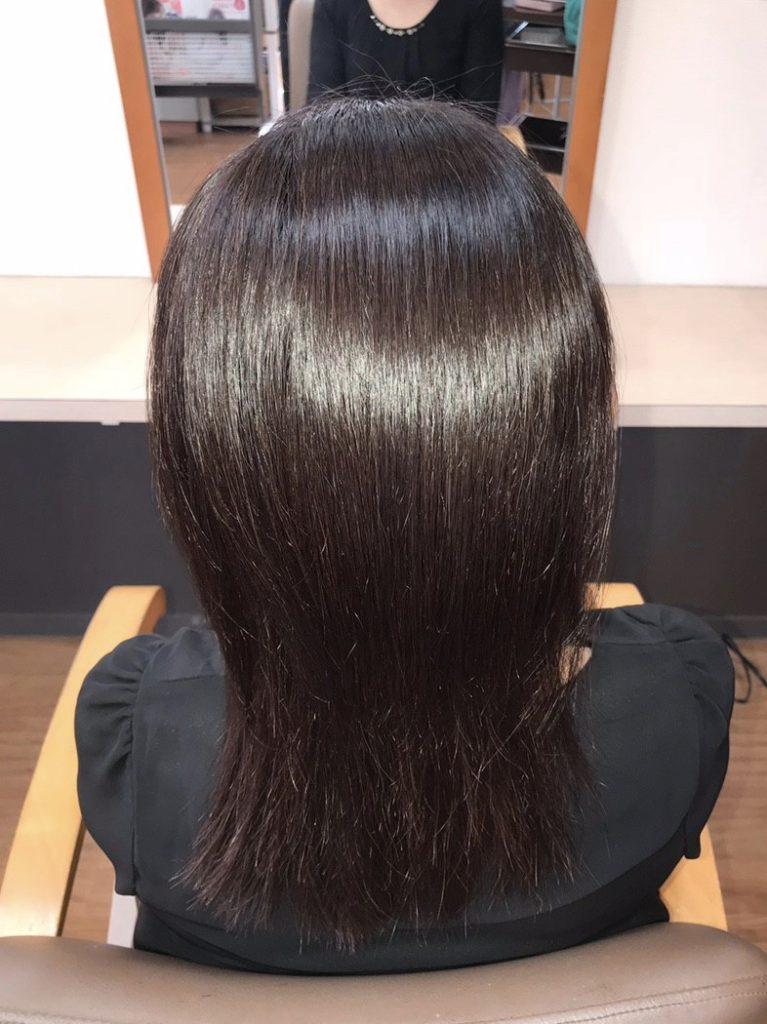キラ髪:よくいただく質問01:トリートメントと何が違う?ダメージだけでなく、髪のうねり、広がり、細さ、固さ等を同時に改善。カラー・パーマ前に施術することで、染まりや掛かりをよくします。効果は最大で3ヶ月持続します♪