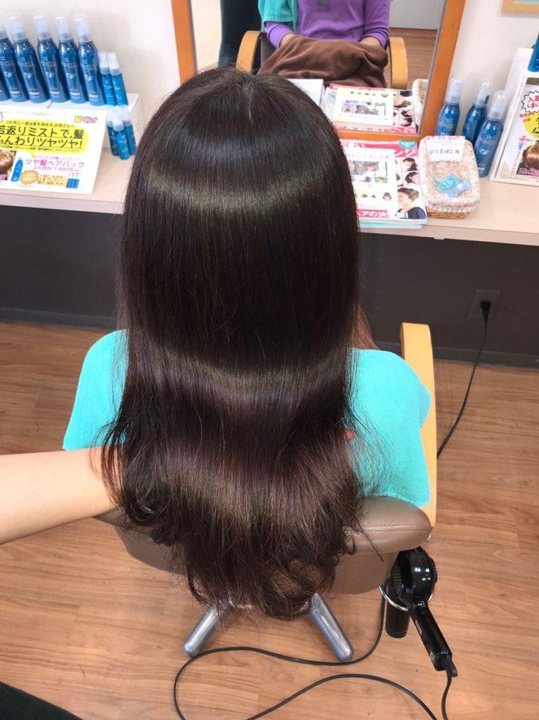 キラ髪:よくいただく質問04:なぜブロー無しでこのような輝きがでるのですか?ダメージでアミノ酸が抜け、凹んだ毛髪へ、人工皮膚、高濃度アミノ酸を注入する技術で、内側から髪を補修できるからです。内部補修による内部反射の艶だからです。