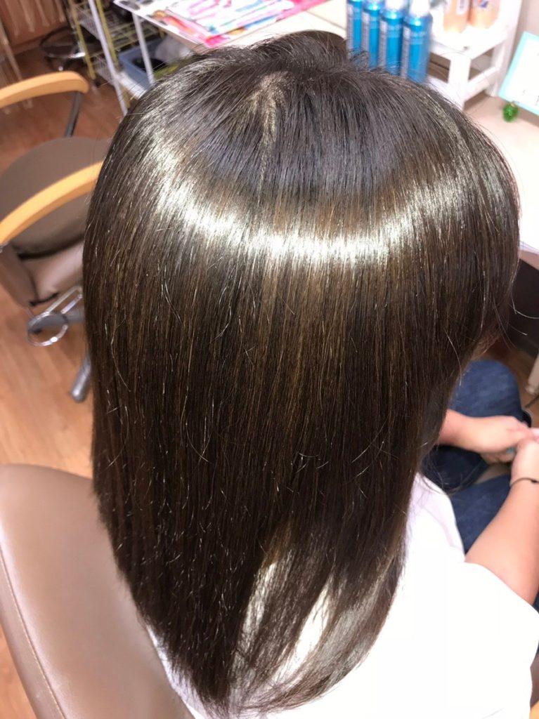 キラ髪:よくいただく質問02:縮毛矯正との違いは?直毛にする技術ではありませんが、くせ毛の方も乾かすだけでまとまりが良くなり、どんな天気でも輝き、広がらない髪質へ変身できます!