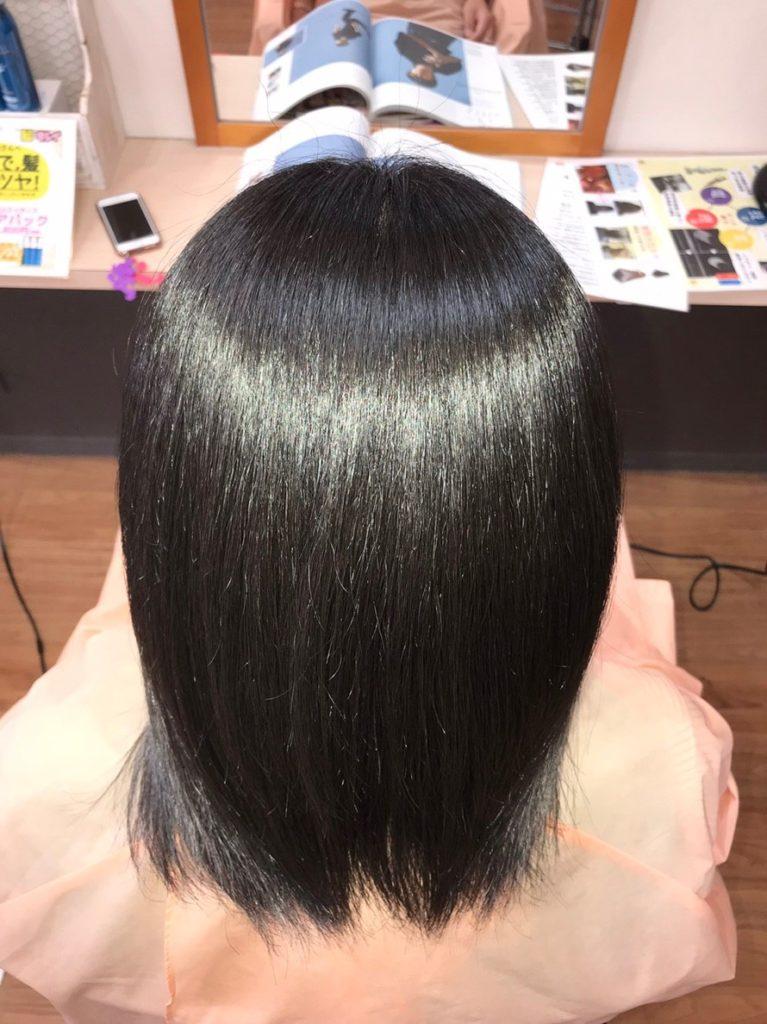 キラ髪:よくいただく質問05:なぜ、湿気でも広がらないのですか?ダメージによる髪内部のすき間がなくなり、適切な水分量をキープできるから、梅雨の時期や雨の日でも広がらないんです。