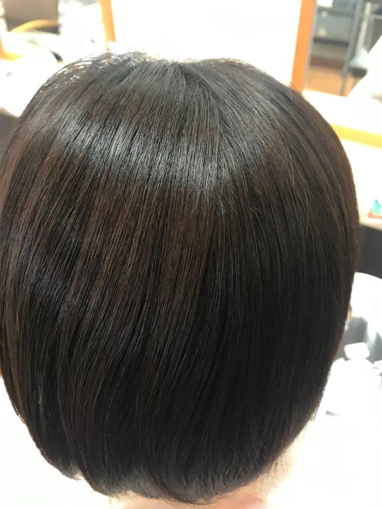 キラ髪:うねりなどのクセのせいで髪の毛が広がって、スタイリングがうまくいかない事がお悩みのお客様。最大で3ヶ月持続する(2ヶ月に一度がおすすめ)髪質改善メニューの為、こちらのお客様は、定期的にメンテナンスされています。ちなみに、今回で5回目になります!